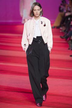 The complete Phillip Lim Fall 2017 Ready-to-Wear fashion show now on Vogue Runway. Fashion Week, Fashion 2017, Fashion Outfits, Fashion Trends, Gareth Pugh, Donna Karan, Diane Von Furstenberg, Betsey Johnson, Charlotte Ronson