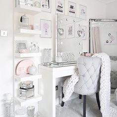 46 creative ways dream rooms for teens bedrooms small spaces 7 Bedroom Decor For Teen Girls, Girl Bedroom Designs, Teen Room Decor, Room Ideas Bedroom, Room Ideas For Girls, Dressing Room Decor, Dressing Table Mirror Design, Dressing Room Mirror, Makeup Dressing Table