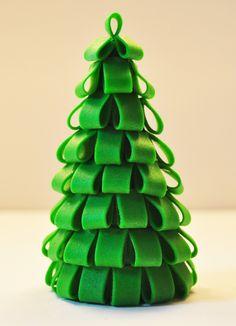 Judy's Cakes: Christmas Tree Tutorial #1