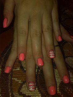 Ροζ κοραλ με ασπρες λεπτομερειες!!!