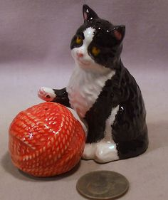 Vintage Cat Yarn Ball s P Shakers
