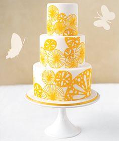 una nueva tendencia en Estados Unidos donde se suelen encargar tortas cuyo tamaño, patrón de diseño, decoración y colores combinen con el estilo y diseño de la tarjeta de casamiento–
