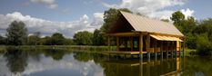 The luxury of simplicity: Fishing hut in Hampshire - DETAIL-online.com - the portal for architecture