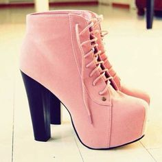 Pink heels. Love these.