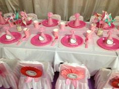 Table at a Hello Kitty Party #hellokitty #partytable