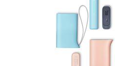블루와 핑크 색상의 케틀디자인 배터리팩이 균형있게 배치되어 있음