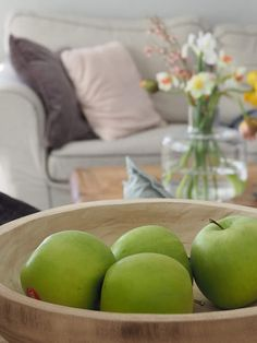 Mansikkatilan mailla: Pääsiäiskukkia I Marimekko, Apple, Fruit, Food, Apple Fruit, Essen, Meals, Yemek, Apples