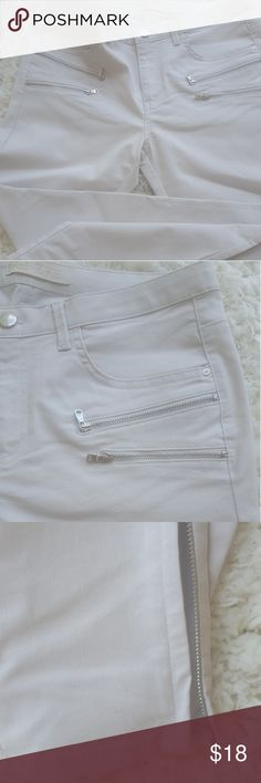 BEIGE SKINNY PANTS DENIM BY ZARA ZARA SKINNY BEIGE DEMIN, FOUR ZIPPER ON THE FRONT and one zipper on E/A side of the legs, gently used once. 80% Cotton, 2% Spandex and 18% Polyester. Zara Jeans Skinny