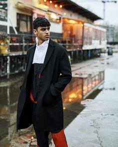 Stylt euren Trainingsanzug mit einem schwarzen Wollmantel! So könnt ihr überall mit eurem Lieblingsteil perfekt gestylt erscheinen. Nike, Normcore, Black And White, Red, Style, Fashion, Black, Swag, Moda
