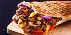 giros Greek Gyros, Chicken Gyros, Thessaloniki, Best Places To Eat, Food Cravings, Food Menu, Pulled Pork, Food Truck, Tasty