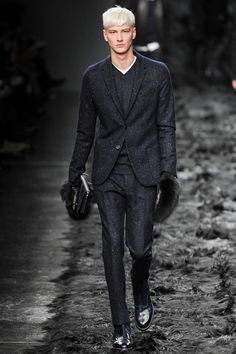 9c. Fall 2014 Menswear Fendi. Fendi feature many suits that could be reminiscent of the 50's change from the bold look suit to the continental suit. This suit by fendi shows the change to the continental which has a smaller lapel different from the bold look.