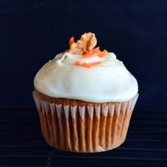 Recipe: Cupcake Recipes / Spiced Carrot cupcakes with Cream cheese frosting- My guest post for Rosh @ Chef Al dente - tableFEAST Cupcake Recipes, Dessert Recipes, Cupcake Ideas, Dessert Ideas, Just Desserts, Delicious Desserts, Cupcake Decorating Tips, Decorating Ideas, Sweets