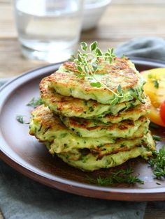 Zucchini and Parmesan Pancakes Recipe with Parmesan cheese, green onion, and oregano. Zucchini Pancakes, Pancakes And Waffles, Vegetable Side Dishes, Vegetable Recipes, Recipes With Parmesan Cheese, Cooking Recipes, Healthy Recipes, Fritters, Side Dish Recipes