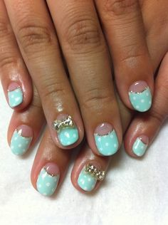 This is a gorgeous shade of turquoise, combined with a more subtle golden sparkle - so pretty! Shame the bows are 3D.
