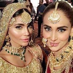 Selfie standards high  #repost @amnababer & @imehreensyed #hellopakistan #pakistanis #modelbehavior #selfiesisters