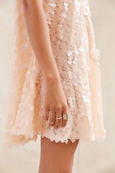 I would love to wear something like this! Just, having an occasion to wear it is tricky.