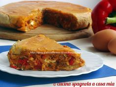 La empanada di tonno (empanada de atún) è una ricetta salata tipica della Galizia. Perfetta a pranzo o come tapa-aperitivo. Facile e gustosa, passo a passo.