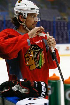 Patrick Sharp tapes his stick. #Blackhawks