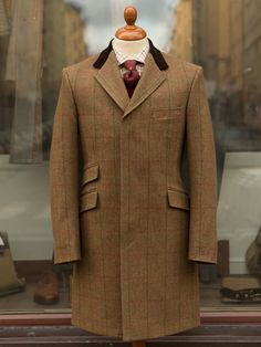 Especially made for us in a heavy Supasax tweed this topcoat shares its cut and style with our classic Bladen Covert Coat. Heritage from the riding and stable coats of the 19th century.
