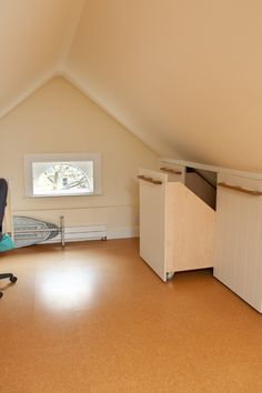 Interesting under-eaves storage. Could put furniture in front without looking too weird.
