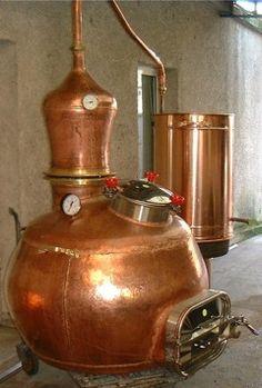 Copper pot still for New Orleans Distillers made by Hoga Company. Whisky, Whiskey Distillery, Moonshine Whiskey, Moonshine Still, Beer Recipes, Coffee Recipes, Homemade Moonshine, Home Distilling, Whiskey Still