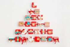'Tis the season for advent calendars! In just a couple days you should be starting your advent calendar, so it's time to scramble and put one together. Cool Advent Calendars, Make An Advent Calendar, Countdown Calendar, Diy Calendar, Christmas Trends, Christmas Holidays, Christmas Night, Calendrier Diy, Diy Weihnachten