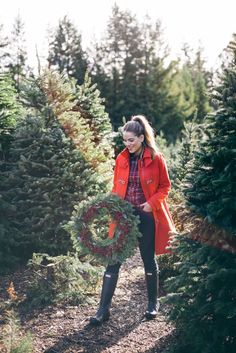 Ga Mets Glam selecting the perfect holiday wreath wearing J.Crew