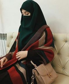 Learn Quran Academy provide the Quran learning services at home. Our mission to teach Quran with proper Tajweed and Tafseer to worldwide Muslim community. Hijab Chic, Hijab Niqab, Muslim Hijab, Hijab Fashionista, Arab Girls Hijab, Muslim Girls, Beautiful Muslim Women, Beautiful Hijab, Niqab Fashion
