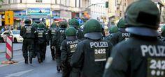 Berliner Polizisten haben ihre eigenen Kollegen angegriffen.