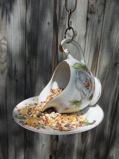 My DIY project :) Birdfeeder has to do for the garden! (Diy garden party) - My DIY project 🙂 Birdfeeder has to do for the garden! Diy Garden, Garden Crafts, Garden Projects, Craft Projects, Teacup Crafts, Diy Bird Feeder, Glass Garden, Yard Art, Bird Houses