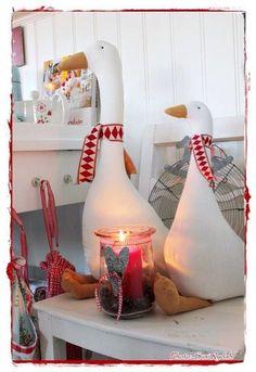 Så kom vi til køkkenet, som jo er det rum vi opholder os me Red Christmas, Christmas Time, Christmas Crafts, Christmas Decorations, Sewing Crafts, Sewing Projects, Bird Theme, Waldorf Dolls, Fabric Dolls