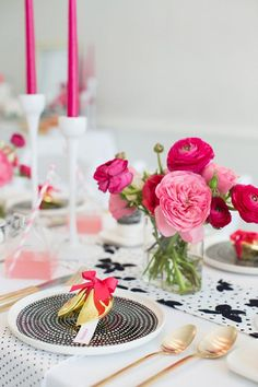 Modern pink, black and white party ideas | photo by ... | Tablescape♡
