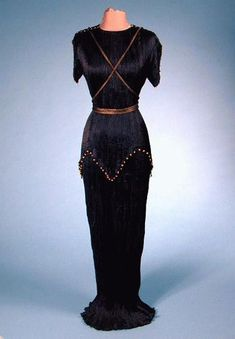 Fortuny Black Peplos Gown for Sale at Auction on Thu, - - Couture and Textiles Vintage Outfits, Vintage Dresses, Vintage Clothing, 1930s Fashion, Vintage Fashion, Vintage Couture, Gothic Fashion, Maxis, Spanish Fashion