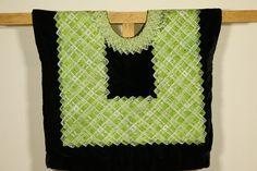 Huipil mexicano: güipil de cadenilla, blusa mexicana con bordado verde a maquina de formas geométricas sobre terciopelo negro, mujer tehuana de CadenillayFlores en Etsy