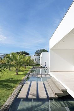 life1nmotion:  Located in Uberlândia, Brazil, this modern privateresidencewas designed in 2012 byAguirre Arquitetura.