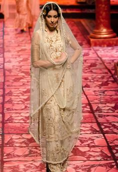India Bridal Fashion Week 2013: Suneet Varma