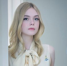 Discovered by Fernanda Cavalcanti. Find images and videos about Elle Fanning on We Heart It - the app to get lost in what you love. Dakota Fanning Y Elle, Ellie Fanning, Pretty People, Beautiful People, Beauté Blonde, Mode Hijab, Looks Style, Beautiful Actresses, Pretty Face