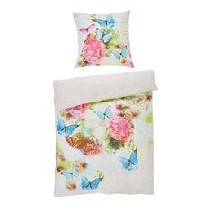 Diese charmante Bettwäsche weckt echte Frühlingsgefühle! Das romantische Muster aus Blumen und Schmetterlingen zaubert eine schöne Wiese auf Ihr Bett. Die Bezüge (B x H: ca. 135 x 200 cm) aus 100 % Baumwolle fühlen sich auf der Haut angenehm an und lassen sich dank Reißverschluss schnell und einfach beziehen. Die angenehm kühle Makosatinoberfläche sorgt für angenehme Nächte. Schlafen Sie gut!