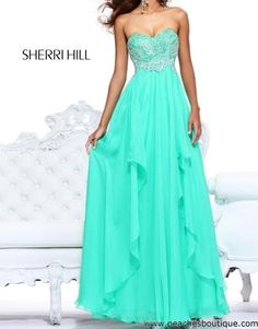 Perfect prom dress. All I need is a tan, that dress, and oh to grow a good three inches taller.. ;)