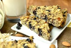Baked Blueberry Almond Oatmeal Bars | iowagirleats.com