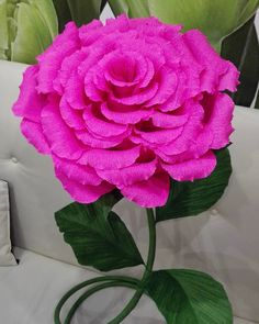Высота розы и наклонных бутона регулируется по Вашему желанию! ...Сделаю для Вас в любой расцветке))) ...роза сделана из итальянской, плотной гофрированной бумаги, предназначенной для флористики и свитдизайна!!! ...Для заказа пишите в direct, либо звоните +37529 8970800 Катерина #гигантскиецветы#гигантскаярозавитебск#витебск#ручнаяработа#подарокнаденьсвятоговалентина#подароклюбимой#украшениеинтерьера#назаказ