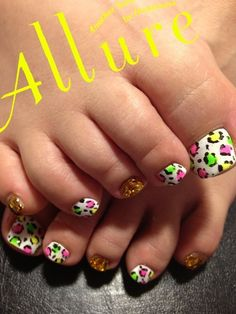 nails Pretty Nails with Gold Details nails ideas nails design Manicure Ideas featured nails Simple polka dot dress a c. Nails Only, Get Nails, Love Nails, How To Do Nails, Pretty Nails, Hair And Nails, Pedicure Designs, Pedicure Nail Art, Toe Nail Designs