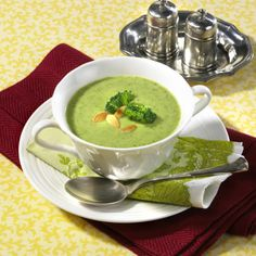 Broccoli-Creme-Suppe Broccoli-Creme-Suppe Rezept The post Broccoli-Creme-Suppe appeared first on Suppen Rezepte. Best Cream Of Broccoli Soup Recipe, Cream Soup Recipes, Broccoli Soup Recipes, Wonton Recipes, Spicy Recipes, Healthy Recipes, Cauliflower Soup, Healthy Snacks, Vegetarian