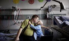 Antes de reclamar de qualquer coisa hoje, veja isso - Histórias podem ser contadas de diversas formas, e a que o fotógrafo Thomas Lekfeldt encontrou para contar a da menina Vibe, foi incrivelmente tocante.  Em 2007, Vibe uma criança dinamarquesa de 5 anos, foi diagnosticada com tumor cerebral. Por causa de sua localização, foi impossível removê-lo com cirurgia,