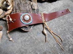 Joli bracelet en CUIR avec tissage de perles et par Minouchkita