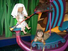 """Souvenir de l'attraction """"it's a small world!"""", toujours une pensée pour l'Égypte Ancienne – à Disneyland® Paris."""