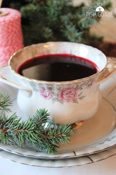Barszcz czerwony wigilijny (bez zakwasu) | Tysia Gotuje blog kulinarny Soup Recipes, Great Recipes, Cooking Recipes, Favorite Recipes, Polish Christmas, Polish Recipes, Polish Food, Food To Make, Food Porn