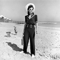 Lots of great images from Life Magazine, winter on Miami Beach., Beach Outfits, Lots of great images from Life Magazine, winter on Miami Beach. 1940s Fashion, Look Fashion, Vintage Fashion, Fashion Black, Petite Fashion, Jackie Kennedy, 40s Mode, Vintage Dresses, Vintage Outfits