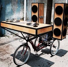 cycling and djing in combination. Just best to place pioneer 2000 cdjs and mixers. Good bass bins and top speakers will make that ride be a dream but a bit heavy. Portable Stage, Cadre Photo Original, Pimp Your Bike, Deep House Music, Dj Setup, Dj Gear, Café Bar, Dj Booth, Mardi Gras