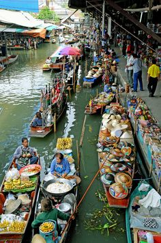 Floating Market in Bangkok_ Thailand